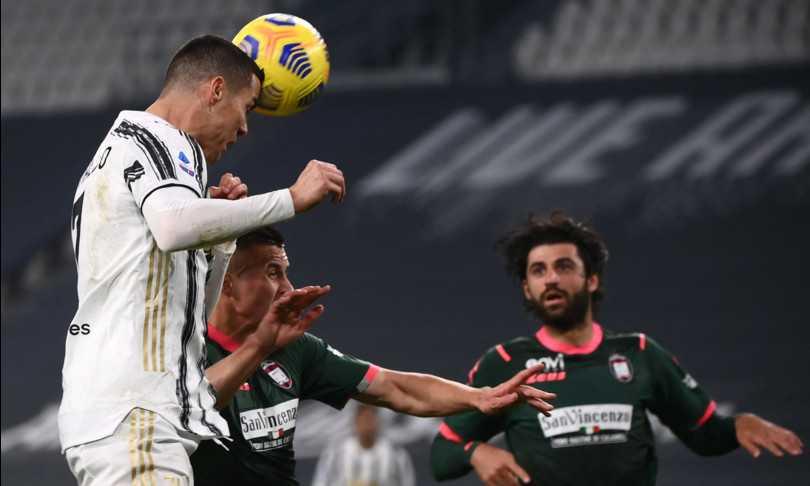 La Juve stravince contro il Crotone, ora è terza. Punteggio finale: 3 a 0 per i bianconeri. Doppietta di Ronaldo. La Juve scavalca la Roma ed è a -4 dal Milan