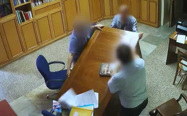 Matera, pretende soldi dal parroco con le minacce e finisce in carcere